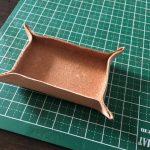 革を濡らして曲げるだけの簡単浅革トレイ。小物を入れるのに便利!